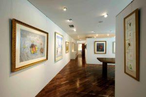 写真:山下純司画伯の絵画が飾られたシグマイン社内